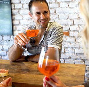 host vince of v is for vino wine show
